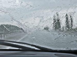 как ездить на машине в дождь